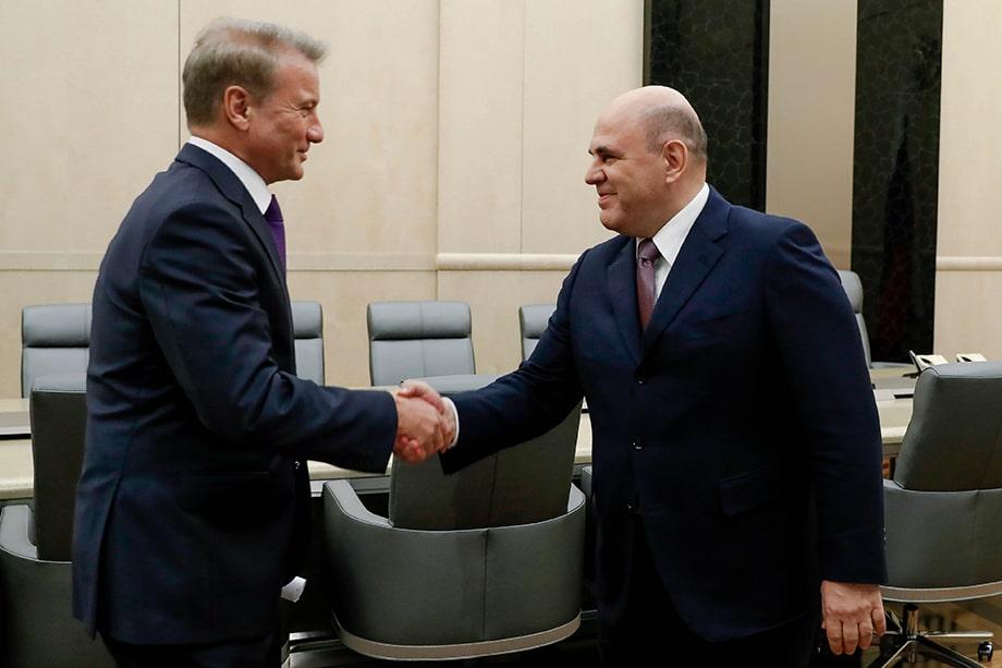 Герман Греф (слева) активно «дружит» с Михаилом Мишустиным (справа), добиваясь возможности управлять нацпроектом по цифровизации экономики.