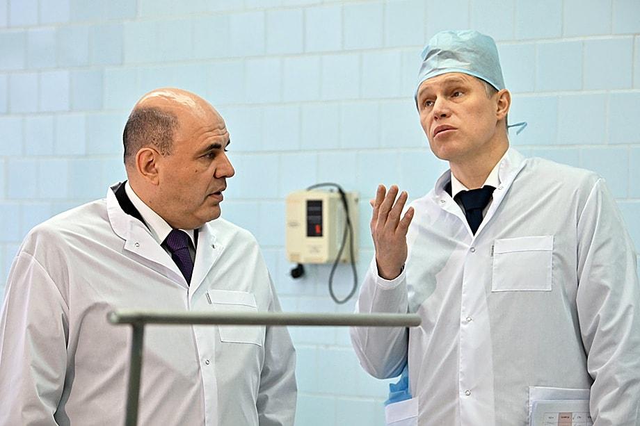 По мнению премьера (слева) министр здравоохранения Михаил Мурашко (справа) тоже не прошёл испытание пандемией.