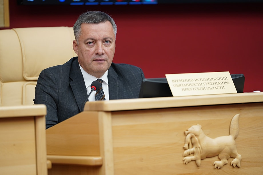 Игорь Кобзев, временно исполняющий обязанности губернатора, – выходец из структур МЧС. Многих раздражает его солдатский стиль руководства регионом.