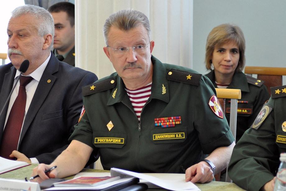 Один из тех, кто попал «под прицел» правоохранительных органов, – заместитель командующего УрО ВНГ РФ по работе с личным составом генерал-майор Валерий Данилишин.