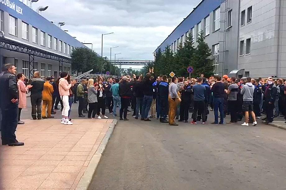 Забастовка работников Белорусского автомобильного завода (БелАЗ) в городе Жодино.