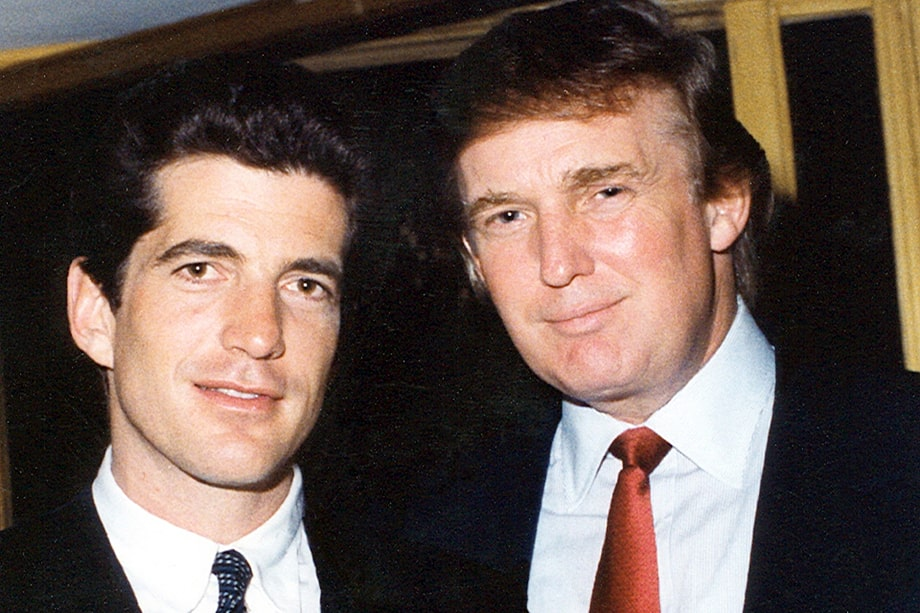 Джон Фицджеральд Кеннеди – младший (на фото слева) погиб в возрасте 38 лет в авиакатастрофе. Последователи Q уверены, что Кеннеди-младший до сих пор жив и является одним из участников плана Q.