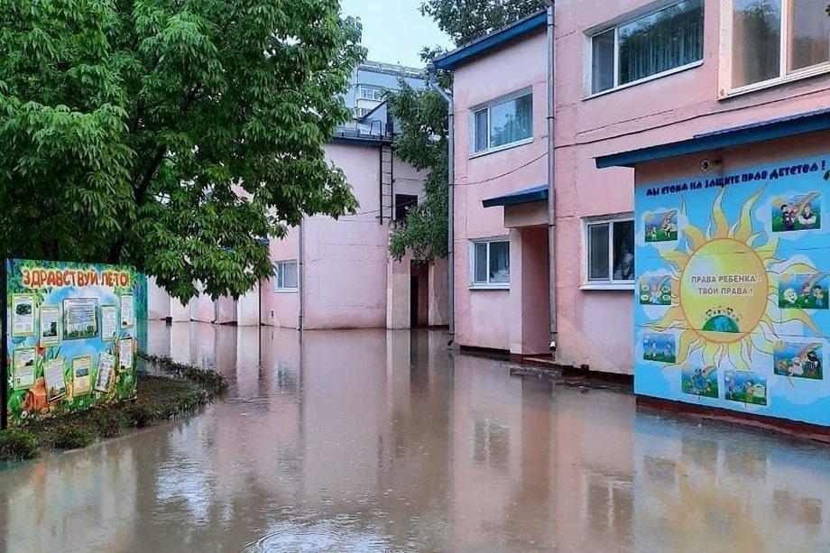 Затоплены несколько улиц города.