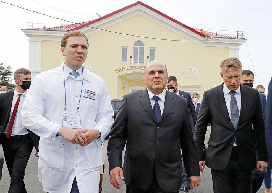 Во время своей рабочей поездки по Дальнему Востоку Михаил Мишустин посетил несколько больниц и провёл встречи с медработниками.
