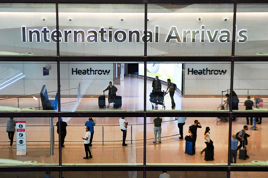 Внезапное решение британских властей и введение двухнедельного карантина застало врасплох граждан Великобритании, находящихся на отдыхе за границей.