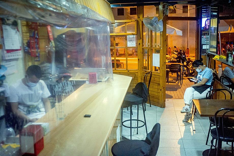 Испанские власти обязали владельцев баров закрываться заведения после 22 часов, а ночные бары – после часа ночи.