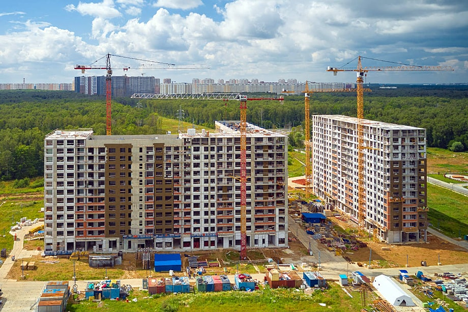 ЖК «Филатов Луг» получил разрешение на строительство вблизи Внуково. Транспортная прокуратура подала иск на его отзыв. В результате больше всех пострадали обычные люди – дольщики.