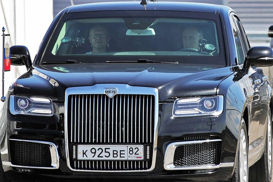 Владимир Путин проехал по одному из участков дороги за рулём «Ауруса».
