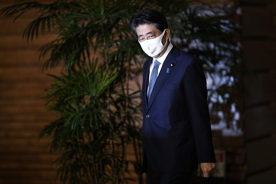 С премьером Синдзо Абэ было связано много надежд японцев на выход японской экономики из колоссального кризиса.