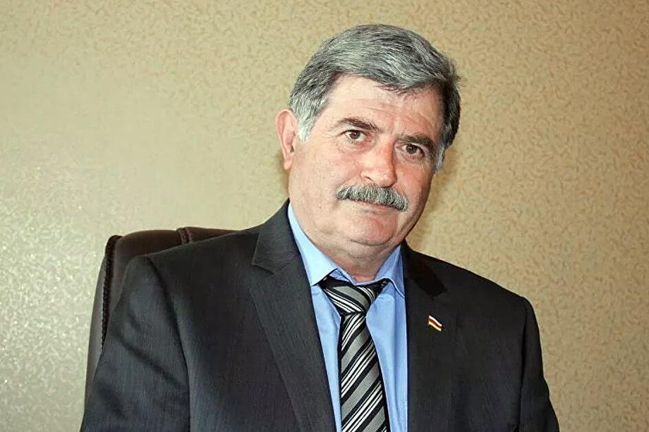 Прошение главы правительства Эрика Пухаева об отставке было принято. Вместе с ним покинули свои посты и все члены правительства.
