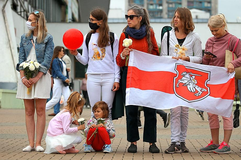 Центр по продвижению прав женщин «Её права» публиковал отчёты с протестных акций, в том числе фотографии детей на митингах.