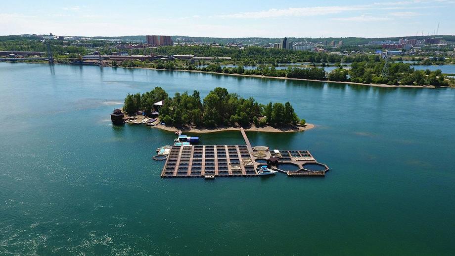 9 сентября в результате увеличения сбросных расходов иркутского гидроузла на реке Ангаре в нижнем бьефе наблюдается частичное затопление территории острова Бабр.