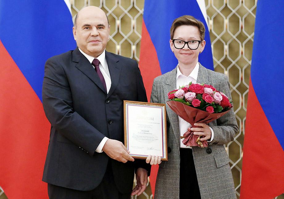 Правительственные премии за вклад в развитие культуры вручал премьер-министр РФ Михаил Мишустин. Экранизация романа Гузель Яхиной стала самой рейтинговой отечественной премьерой 2019 года.