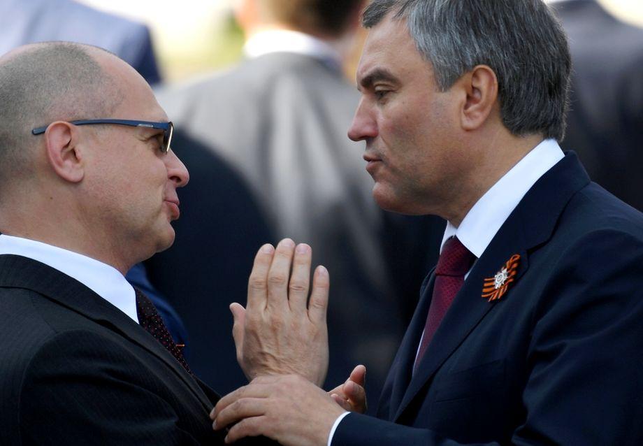 И если Сергей Собянин пойдёт выше, кто станет московским мэром? Среди претендентов называются имена и Вячеслава Володина (на фото справа), и Сергея Кириенко (на фото слева), борющихся сейчас за влияние в Госдуме.