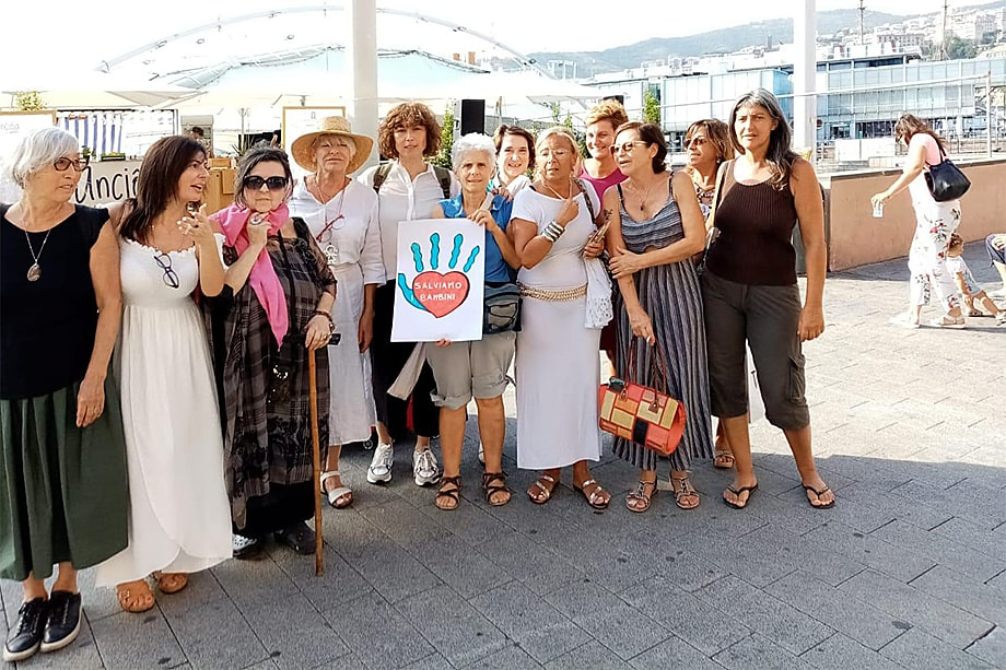 Маура Гранелли, одна из лидеров «Нации мам», с группой матерей приехали из Генуи в Рим для участия в митинге.