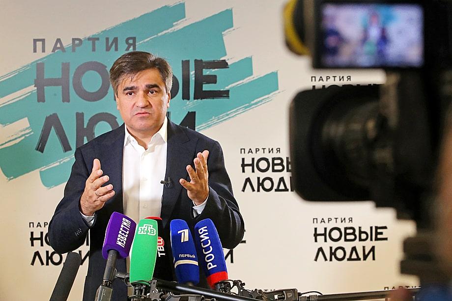 Лидер «Новых людей» (которых курирует Кириенко) Алексей Нечаев убеждает регионалов, что единороссы повинны в проблемах его партии.