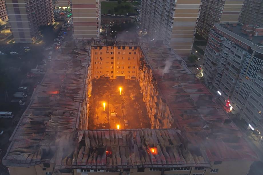 В результате возгорания полностью уничтожены огнём 54 квартиры.