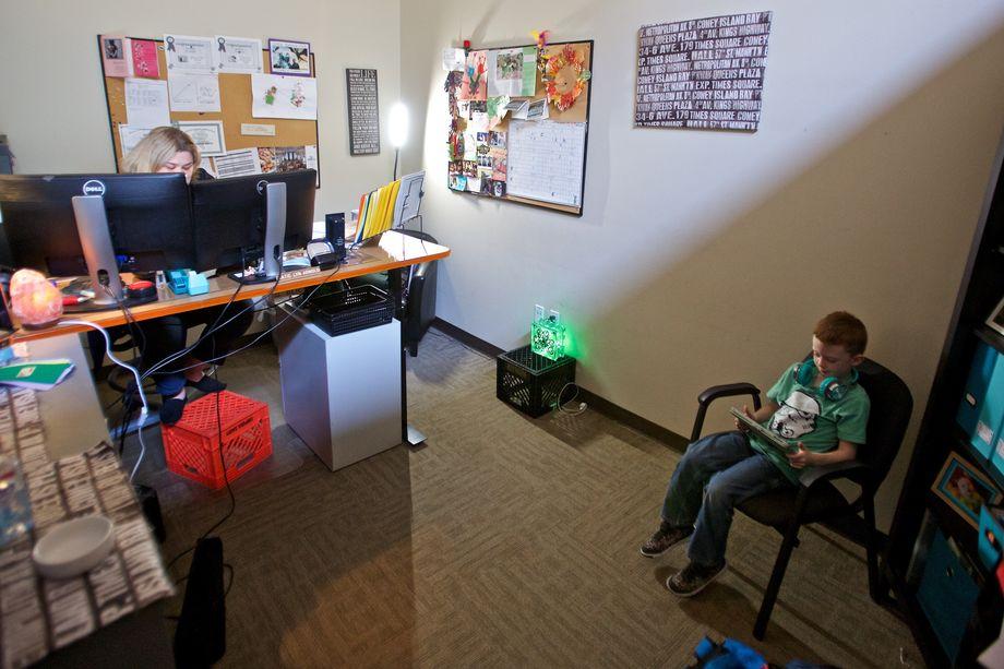 Даже если вы видите, что у вашего ребёнка тяга к видео- или компьютерным играм переходит черту нормальности, необходимо действовать аккуратно, а не радикально, посоветовавшись со специалистами.