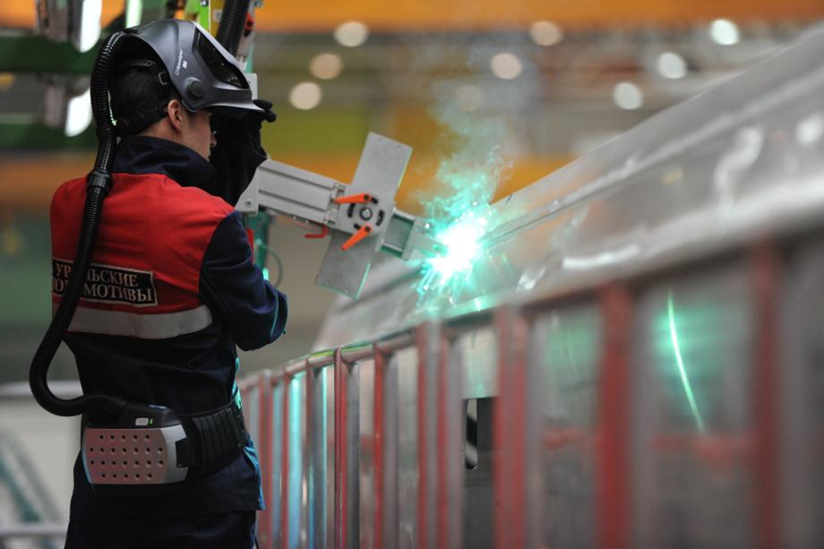 В итоге «Уральские локомотивы» отказались заключать контракт с КУМЗ в 2014 году, оставив только опытные образцы, а между тем завод с мая 2011 по май 2014 года затратил 322 тонны металла на сумму более 30 млн рублей на выпуск панелей.