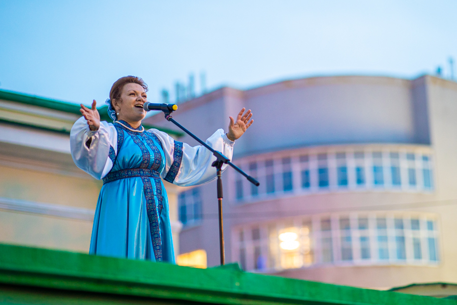 Программа фестиваля «Хоры и А капелла» на крыше Музея истории Екатеринбурга.