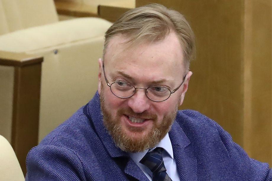В прошлом году Виталий Милонов внёс на рассмотрение в Госдуму законопроект о запрете суррогатного материнства.