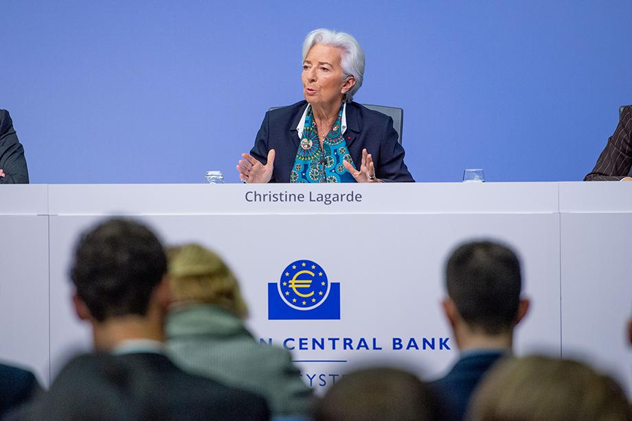 Европейский центральный банк и европейские правительства решили воздействовать на частные кредитные организации посредством активной монетарной политики, но ответные реакции, увы, не всегда оправдывали ожидания ЕЦБ.