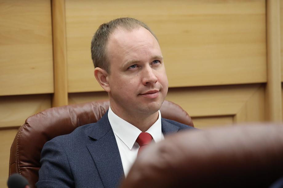 По версии следствия, Левченко организовал преступную схему, в результате чего Иркутской области был причинён ущерб в особо крупном размере, превышающем 185 млн рублей.