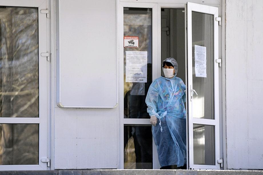 В Крыму больницы переполнены. Пациентам с подозрением на коронавирус отказывают в госпитализации, что приводит к летальным исходам.