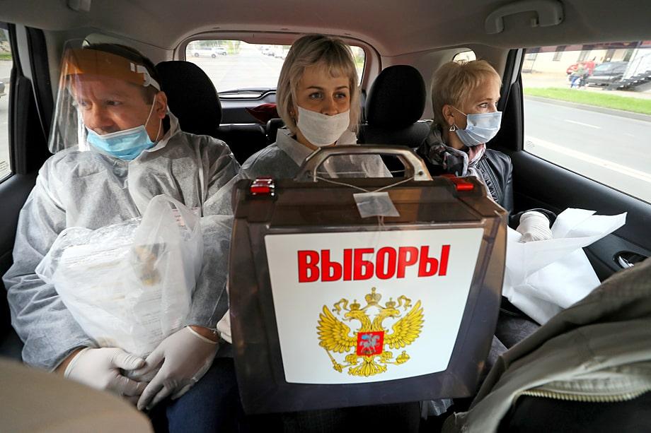 В регионах за один рабочий день наблюдатель получает от одной до двух тысяч рублей. Путём несложных вычислений можно выяснить, что «армия» наблюдателей обойдётся бюджетам минимум в миллиард рублей.