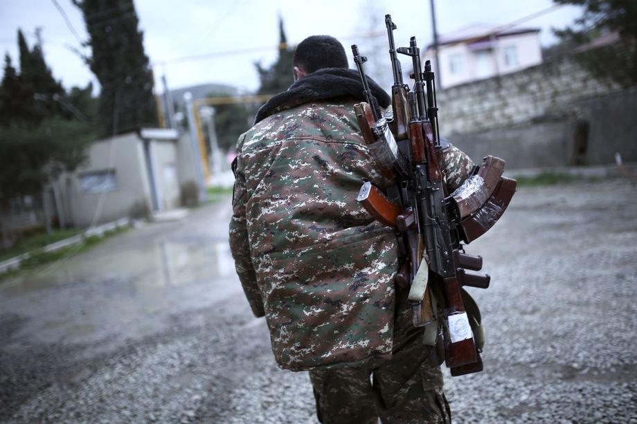 Накануне в ходе столкновений в Нагорном Карабахе были убиты более 550 армянских и 16 азербайджанских военнослужащих.