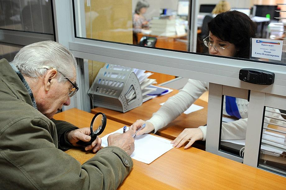 Многие клиенты переходят обратно в ПФР, из которого когда-то переводили свои деньги «на пенсию» в частные фонды.