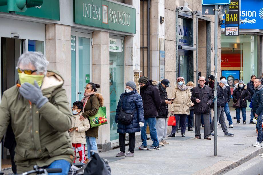 Банк Intesa Sanpaolo заключил соглашение с профсоюзами о выходе на пенсию 5 тысяч банковских служащих.