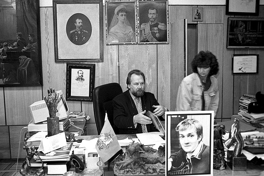 Главный редактор газеты «Московский комсомолец» Павел Гусев в рабочем кабинете. 1994 год.