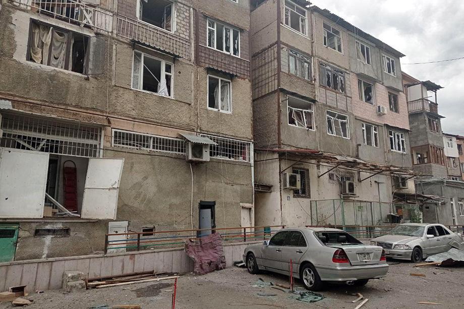 Власти НКР сообщили о большом количестве раненых.