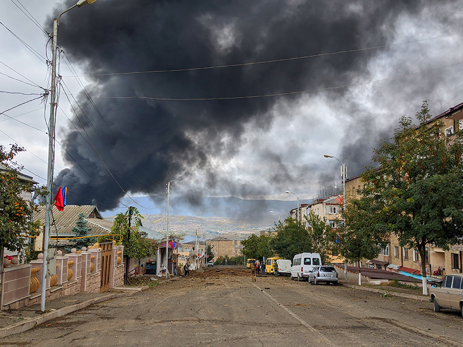 В результате массированного артналёта на Степанакерт уничтожена электроподстанция.