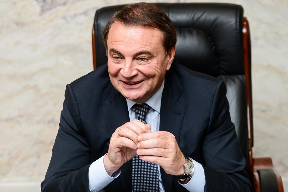 Перед тем как покинуть пост, экс-мэр Сочи Анатолий Пахомов после показательных наказаний вице-мэров рьяно бросился на борьбу с самостроями, среди которых оказались 54 многоэтажных дома с проживающими там людьми.