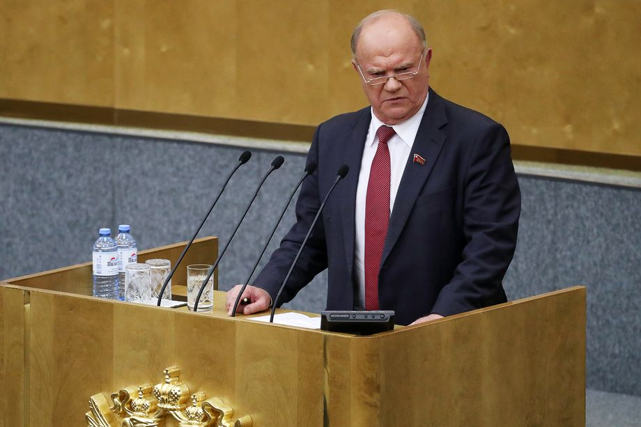 Лидер КПРФ Геннадий Зюганов уже один раз в прямом смысле спас парламент от роспуска.