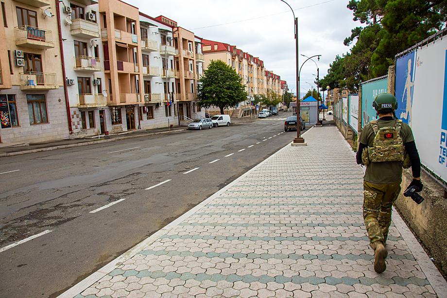 В городе прошёл слух о том, что якобы азербайджанские ракеты нацеливают на журналистов, чтобы вычислить активность передачи информации в отдельных точках города.