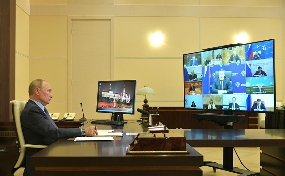 Глава государства отметил, что парламентские партии играют опорную, стабилизирующую роль в российской политической системе.