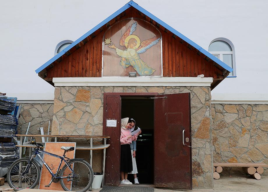 По данным следствия, неустановленные лица в Среднеуральском женском монастыре причиняли физические и психические страдания семерым детям.