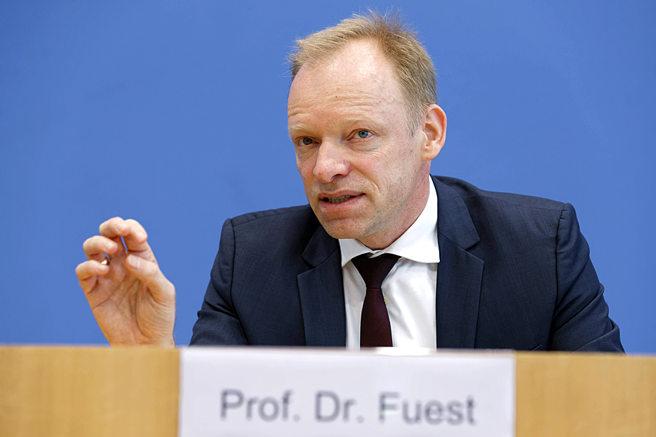 Президент Мюнхенского института экономических исследований Клеменс Фуэст выступил с резкой критикой выступления Франциска.