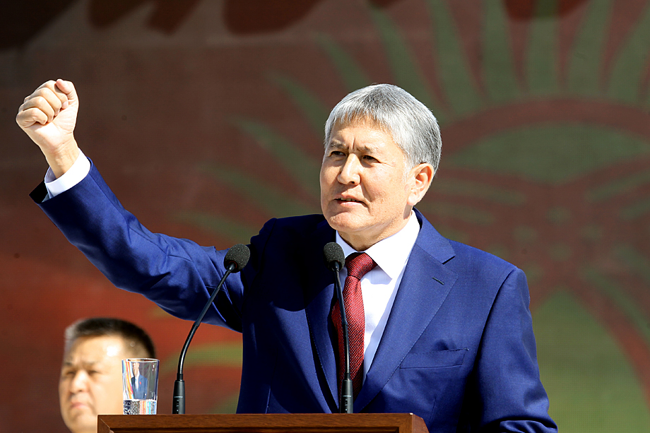 Протестующие освободили из СИЗО экс-президента Киргизии Алмазбека Атамбаева.