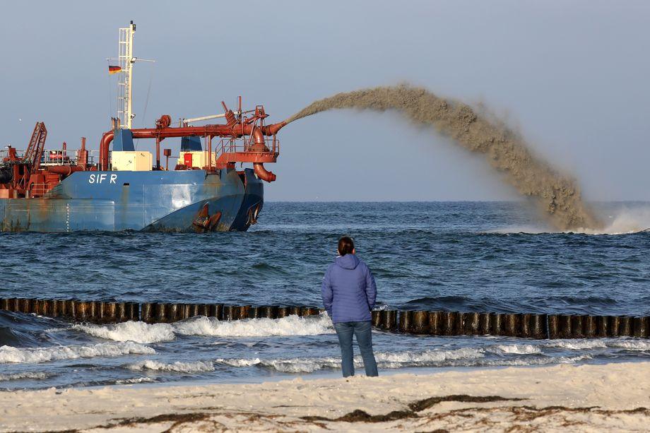 Александр Соболев имеет патент «Экологическое судно для проведения дноуглубительных работ».