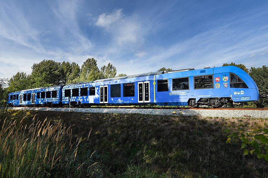 Первый в мире поезд Coradia iLint, работающий на водородном топливе, начал осуществлять пассажирские перевозки в Германии.