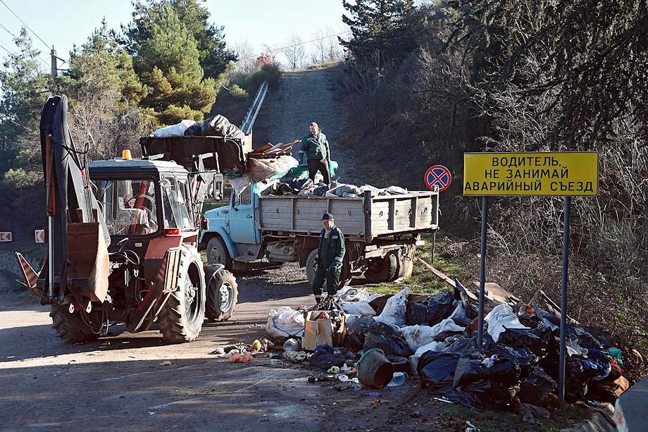 Ближайший полигон по переработке строительных отходов находится в 180 километрах – далеко. Сдавать мусор компаниям тоже не слишком выгодно. Строители предпочитают штрафы.