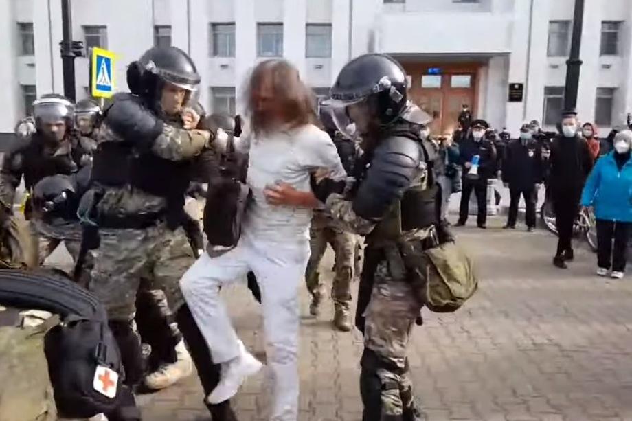 Во время митинга задержали 20 мужчин и пять женщин.