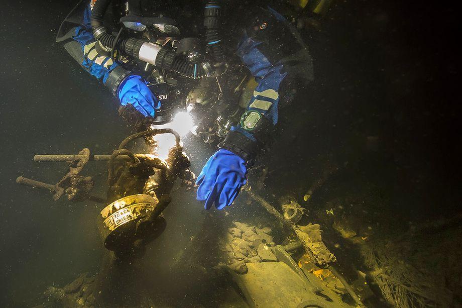 Из-за особенностей химического состава воды Финского залива затонувшие суда быстро коррозируют, это чревато тем, что в Балтику попадут сотни тонн дизельного топлива и смазочных материалов.