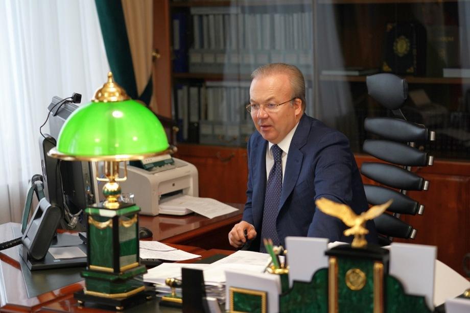 Фактически премьер республики Андрей Назаров получил широкие полномочия по формированию правительства.