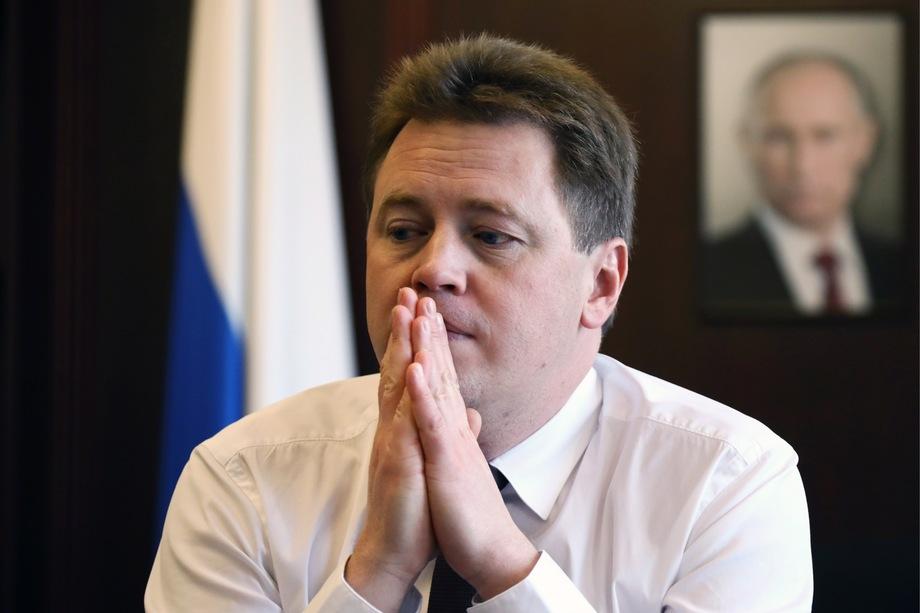 Бывший губернатор Севастополя Дмитрий Овсянников, при котором исчез рекордный аванс, отделался потерей места заместителя министра промышленности и торговли.