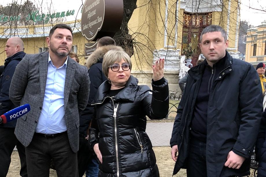 Валентина Ивановна регулярно приезжает в Кисловодск и совершает объезд города в компании мэра Александра Курбатова.